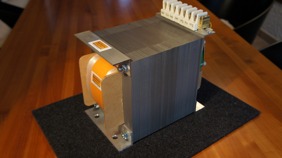 Mains isolation transformers